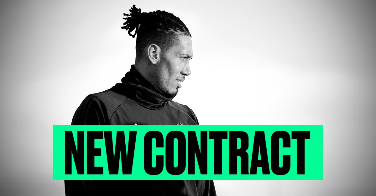 OFFICIAL: @ChrisSmalling has signed a new contract with Manchester United until 2022 📝