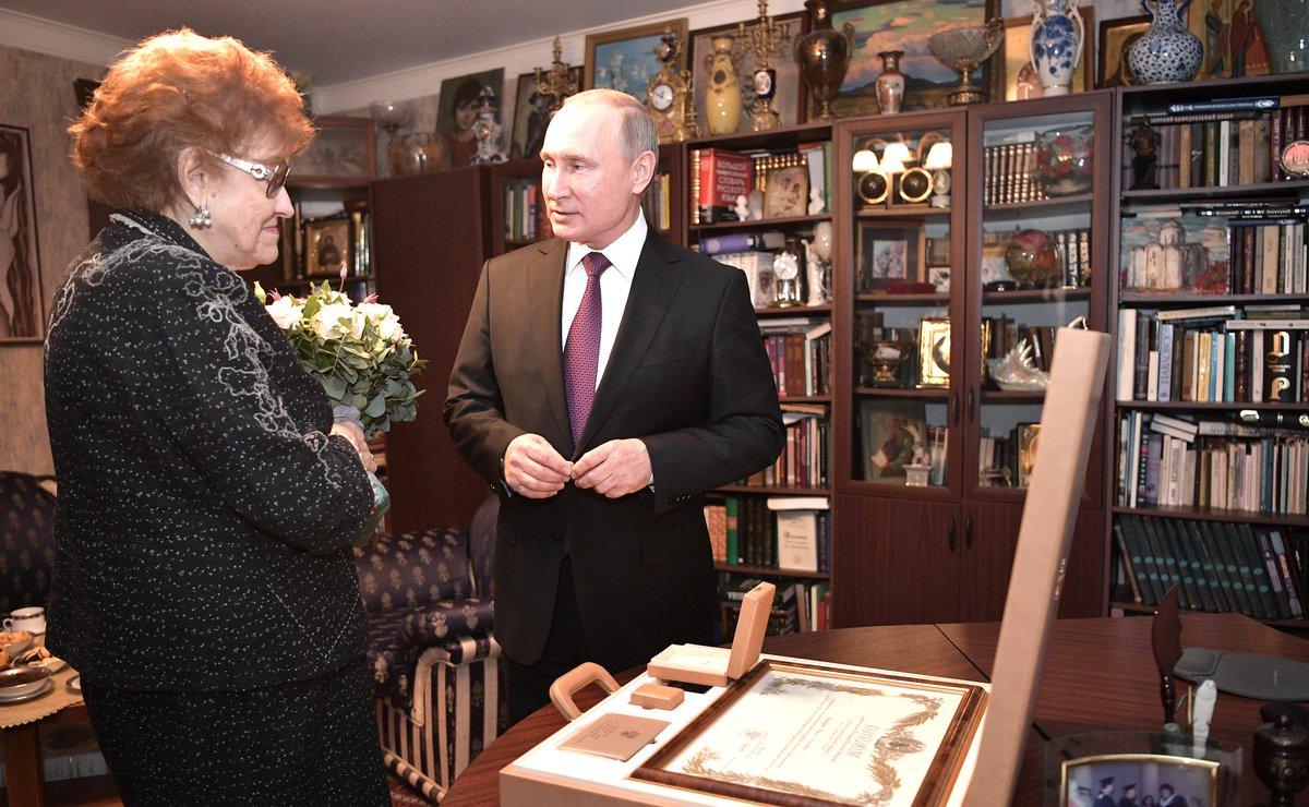 В ходе поездки в Санкт-Петербург Владимир Путин встретился с лингвистом Людмилой Вербицкой https://t.co/2l6boIznd7