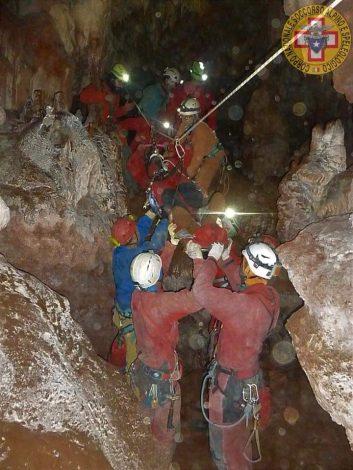 Speleologa di 42 anni bloccata a cento metri di profondità, in azione gli uomini del soccorso alpino - https://t.co/MRSG5CeBYD #blogsicilianotizie