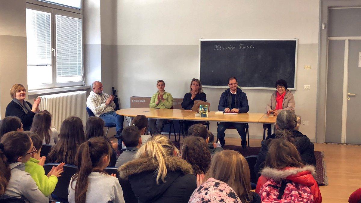 """PHOTO OF THE DAY Levico Terme në shkollën """"Gjergj Fishta"""" te kesaj qyteze ne Trentino ku pata deshiren të prezantoja librin tim te fundit COPEZA SHPIRTI. Shumë faleminderit mësuesëve Irena dhe Dritan Mashi #klaudiofindiku #copezashpirti"""