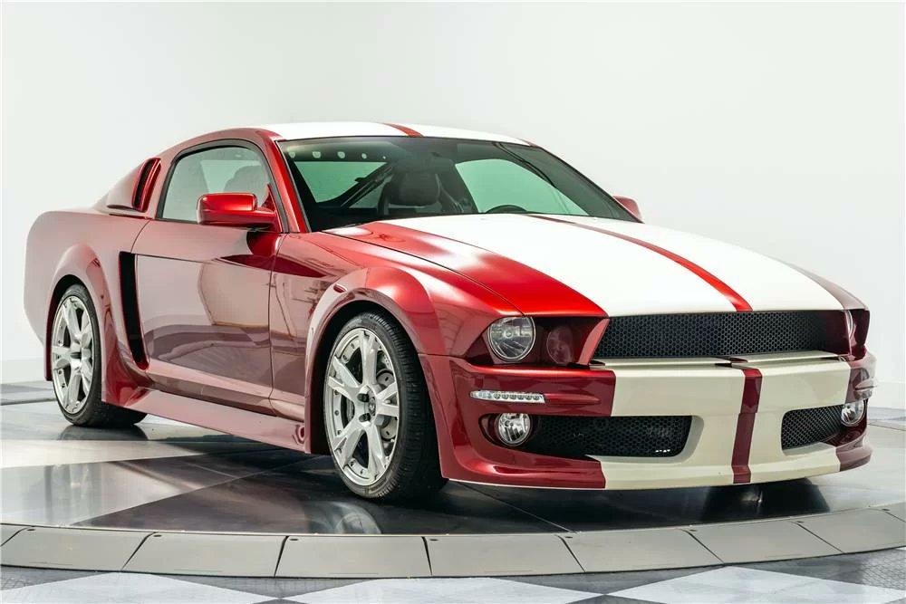 Jornal do Carro: Esse carro parece um Mustang... mas é quase um Lamborghini https://t.co/YMtbEQ6MAq