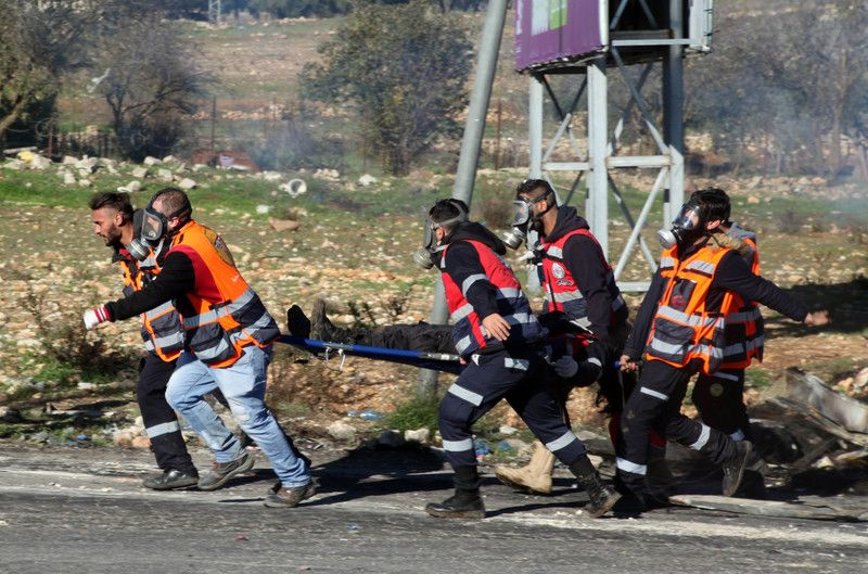 Israeli forces shot and killed a teenager in Jalazone refugee camp as the military cracked down on the Ramallah area of the occupied West Bank after 24 hours of violence in which two soldiers and four Palestinians were killed. buff.ly/2BpZZOO