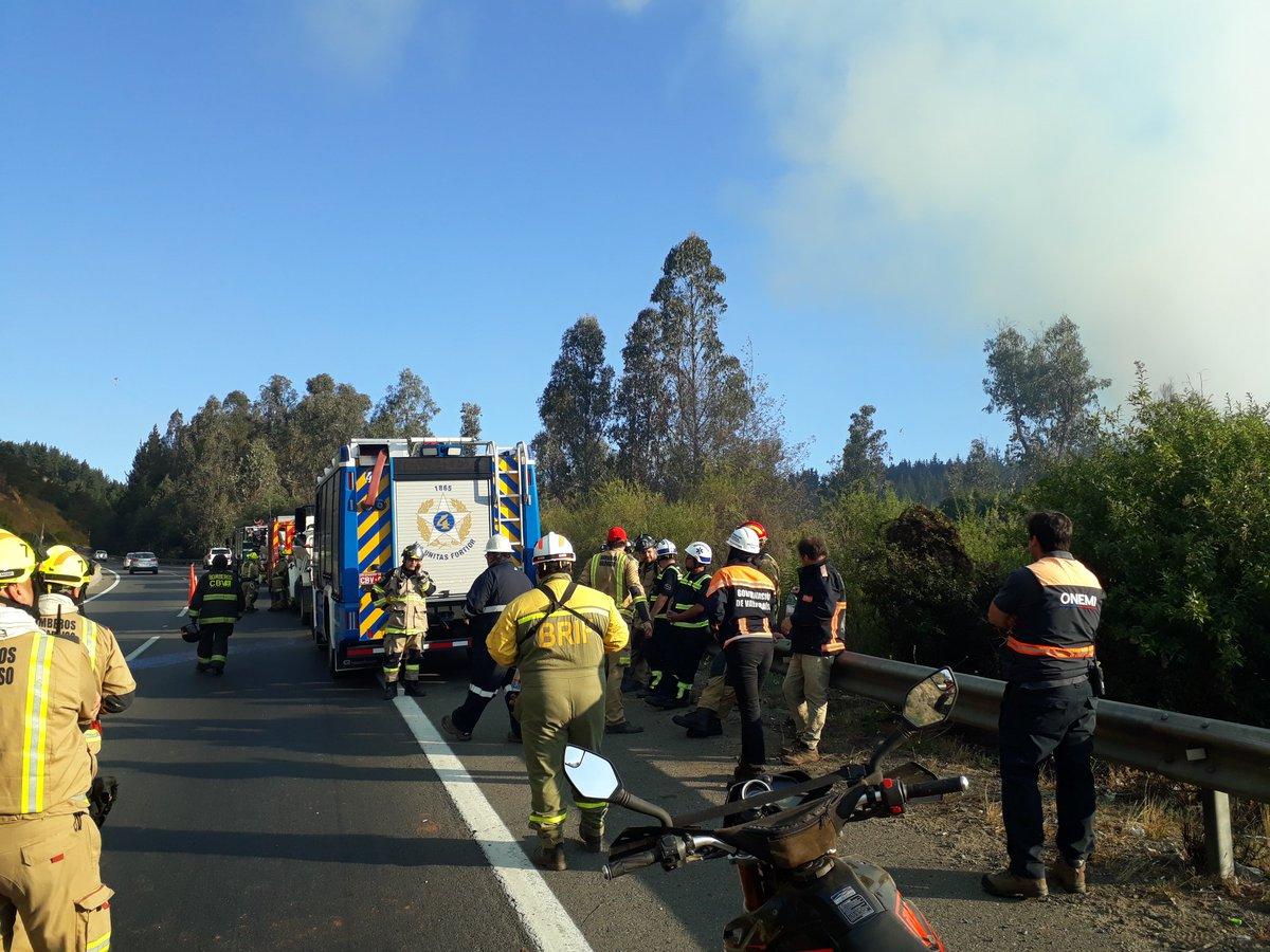 RT @RNEValparaiso @GobernacionValp @biobiochile @reddeemergencia @TVN @carlacmarinr @CBV1851 @onemichile puesto de mando en ruta 68 altura km 103 en incendio declarado en valparaiso