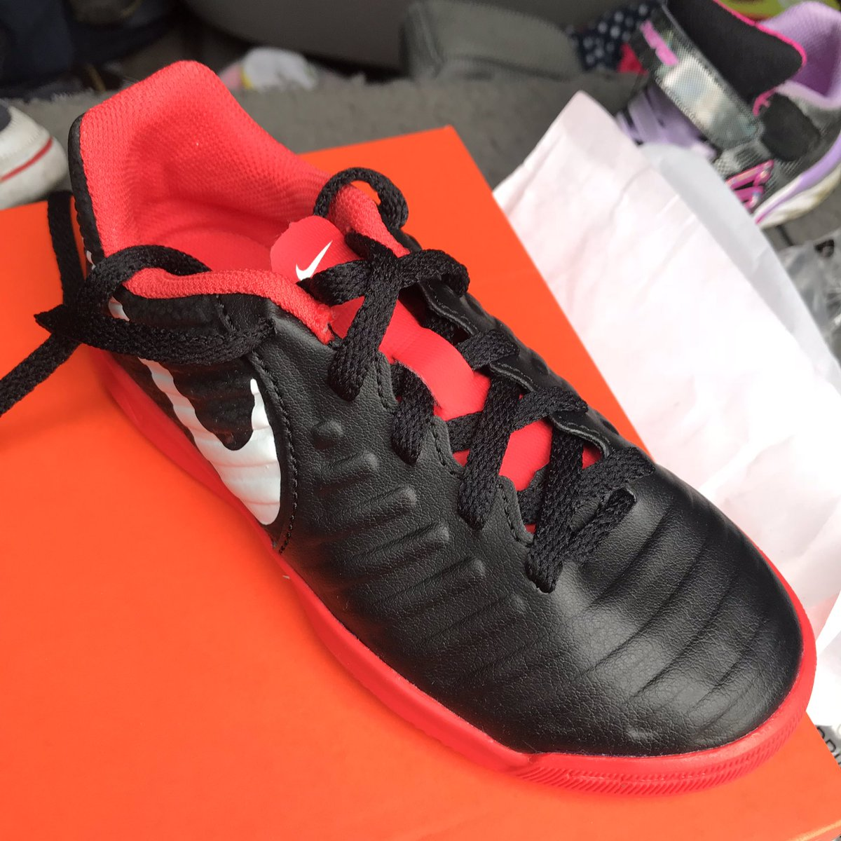 3dac4c19c5d8 ... sc101 on twitter new indoor shoes for the next alex morgan wannabe ...