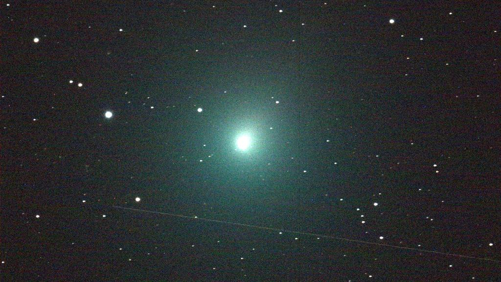 This weekend, watch the skies for a passing #comet! ☄ Comet 46P/Wirtanen will make its closest flyby on Sunday, Dec. 16, only 7.1 million miles from Earth. It may even be bright enough to see without a telescope. Photo galleries & how to observe: go.nasa.gov/2ExnlG7