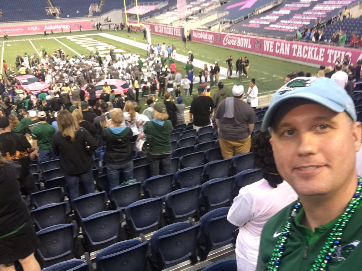 a14d98ae38c71 Tulane rolls past ULL for the 2018  CureBowl victory! 41-24. Even bigger  things in store next year for this team. But let s celebrate today —    RollWave ...