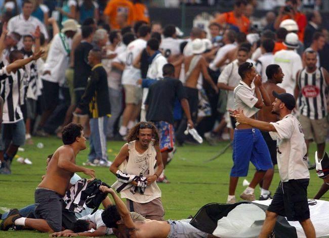 Talvez nenhuma imagem, e nenhum vídeo, irá conseguir traduzir o que significou o dia 15/12/2002 para o Santos FC e o torcedor santista. Mas uma coisa todos nós temos certeza: esse dia foi f***! #8Pedaladas16Anos