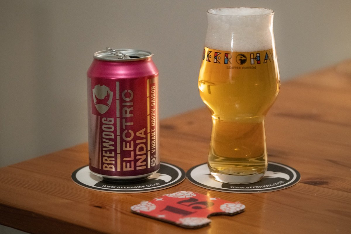 """15/12. """"Electric India (2018)"""" Saison / Farmhouse Ale by @BrewDog from @TheBeerHawk — this reworking of the original rather less than vibrant brew as a saison really doesn't work, as far as I'm concerned. Very unbalanced. #XmasCheers #AdventBeers #CraftAle"""