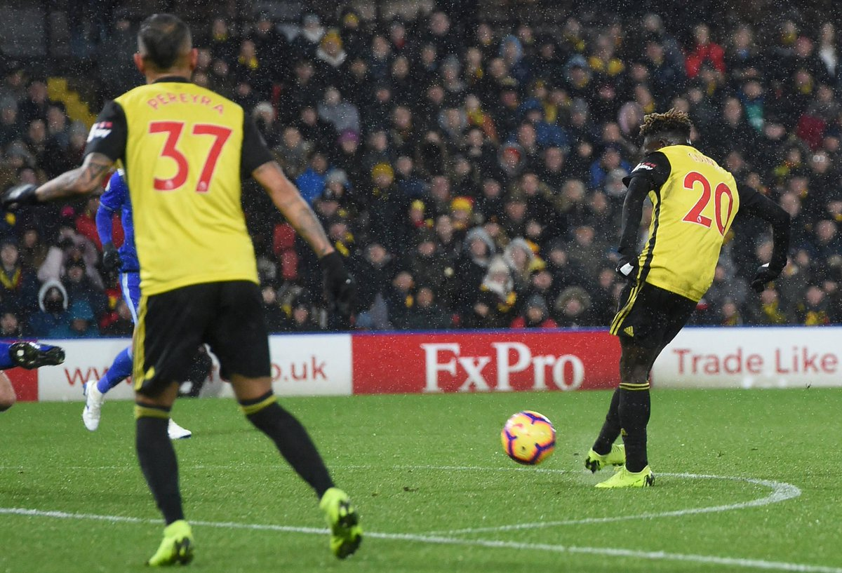 Watford (2) v Cardiff (1) is the 1st #PL match this season to see 3 goals scored from outside the box  #WATCAR