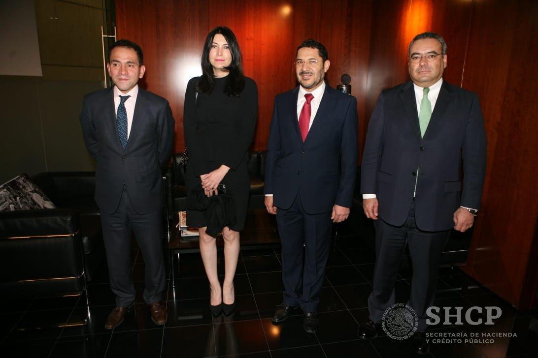 Arturo Herrera, Subsecretario de Hacienda y Crédito Público y  Victoria Rodríguez, Subsecretaria de Egresos presentan el #PaqueteEconomico2019 a @martibatres en el @senadomexicano.