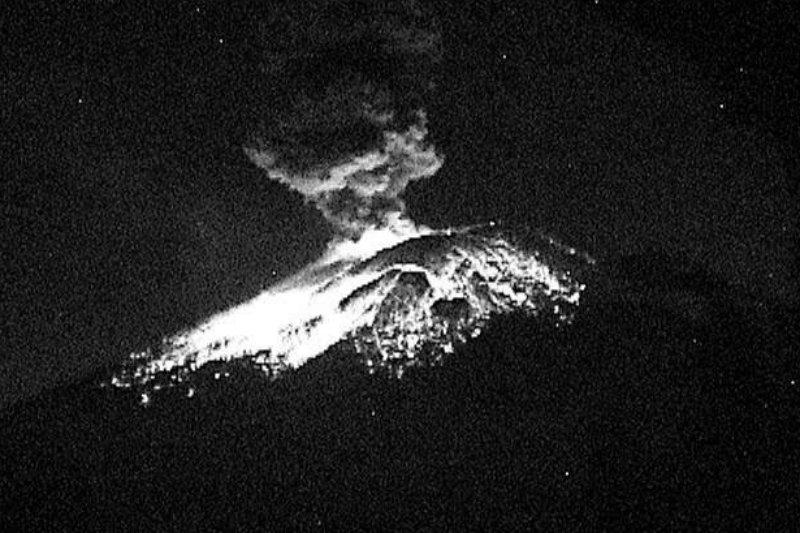 #FOTOS 🔶   Se registra explosión en Volcán Popocatépetl; activan alerta amarilla fase 2  https://t.co/Wbv0SQhnjF