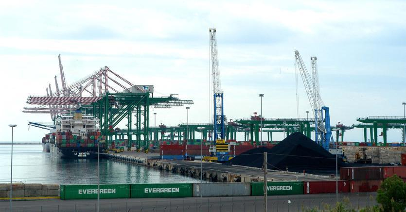 Il porto di Taranto prova a ripartire con i turchi di Yilport https://t.co/aciwnUpb7Z