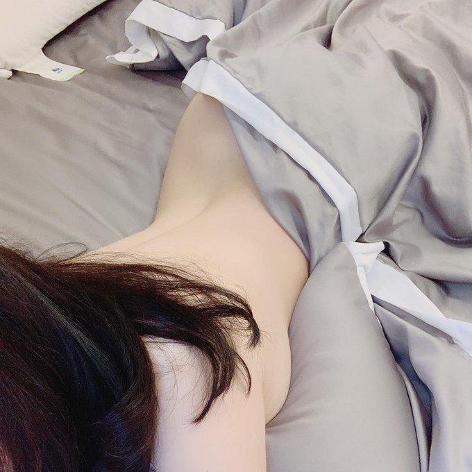 コスプレイヤー依酱のTwitter自撮りエロ画像92