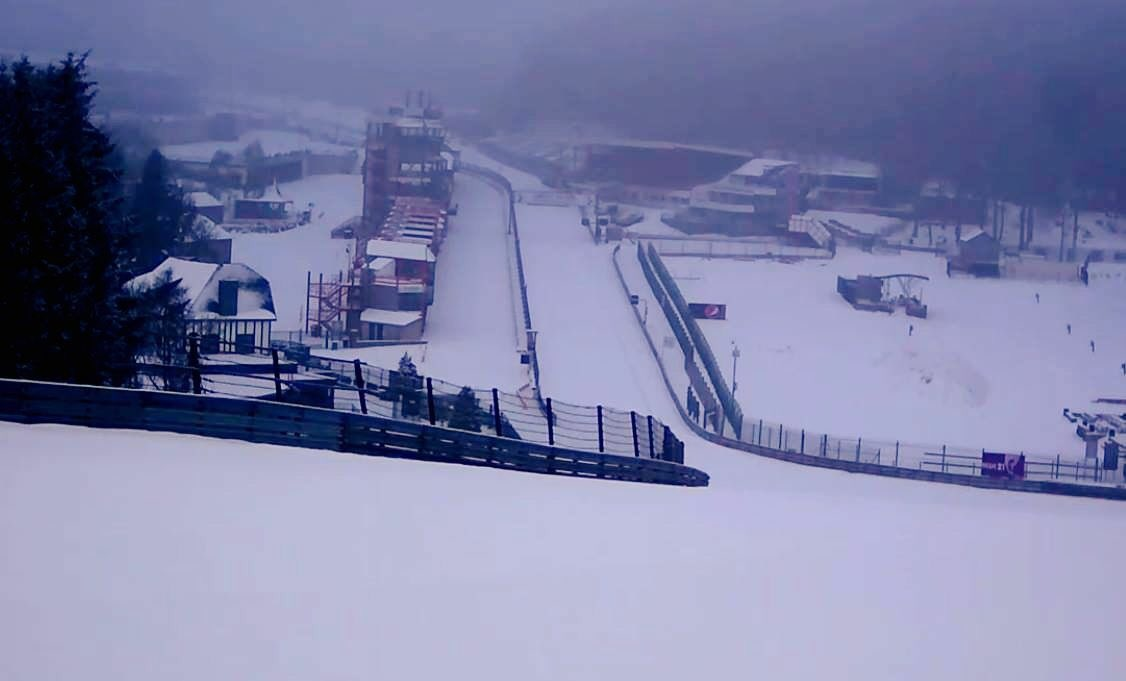 🌲❄️☃️Let it snow, let it snow, let it snow ⛄️❄️🌲#circuitspa #spafrancorchamps #raidillon #eaurouge #track #snow