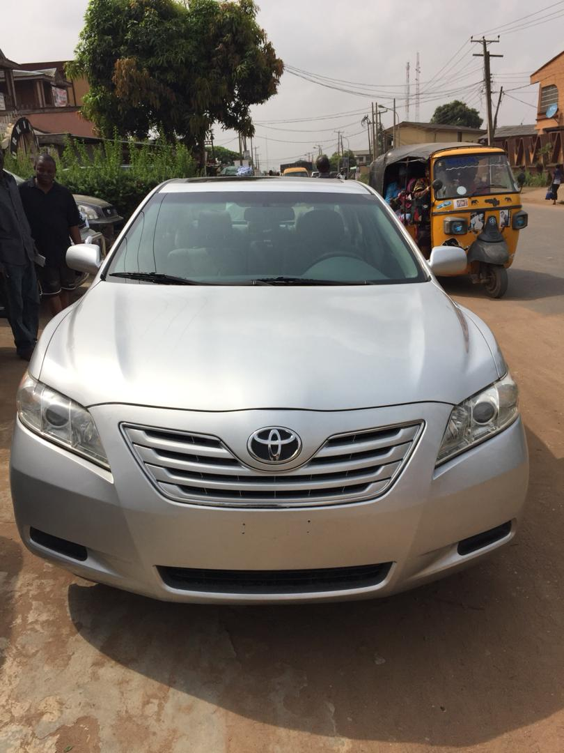 Very clean tokunbo toyota camry XLE 2007 model for sale. Please retweet, my customer might be on your timeline. Dm for price if interested.