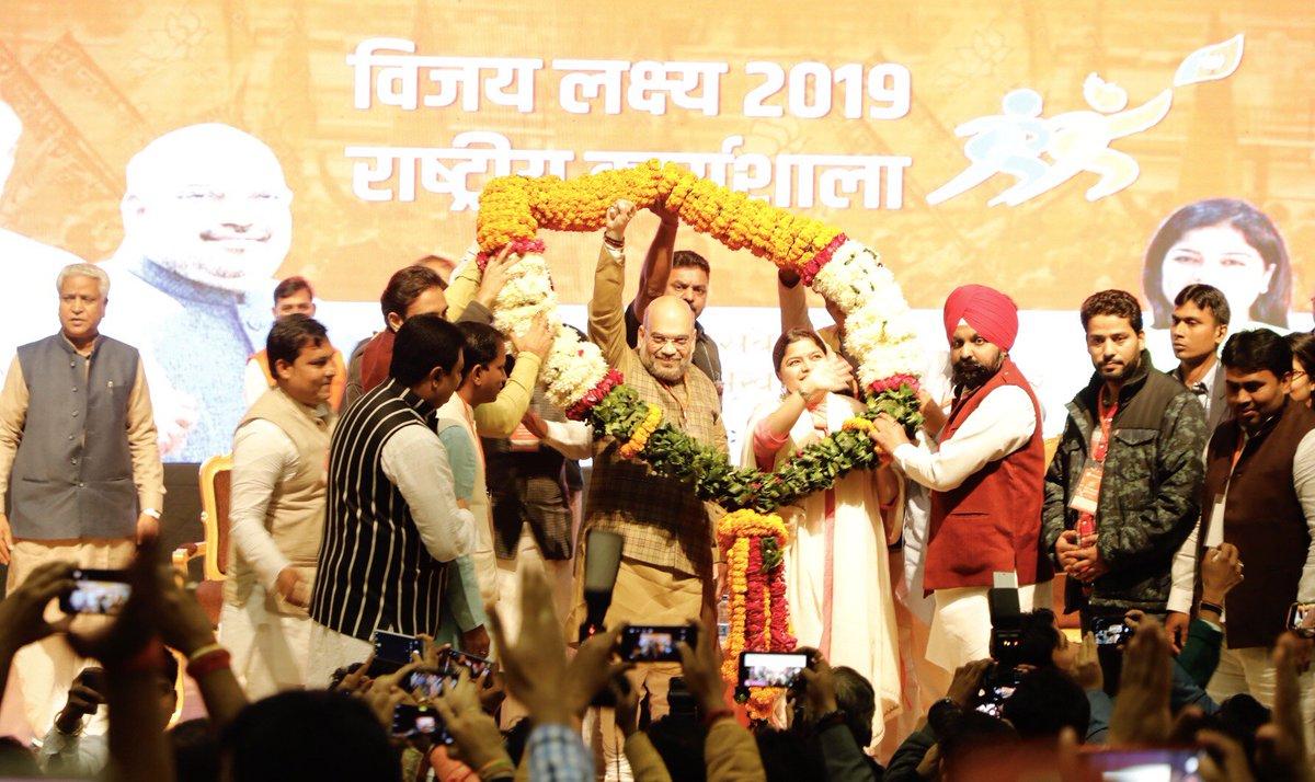 आज दिल्ली में @BJYM की दो दिवसीय राष्ट्रीय कार्यशाला विजय लक्ष्य-2019 में देशभर से आये हमारे युवा मोर्चा के ऊर्जावान कार्यकर्ताओं को संबोधित किया और प्रधानमंत्री श्री नरेंद्र मोदी जी के नेतृत्व में 2019 के लोकसभा चुनावों में प्रचंड बहुमत वाली भाजपा सरकार बनाने का संकल्प लिया।