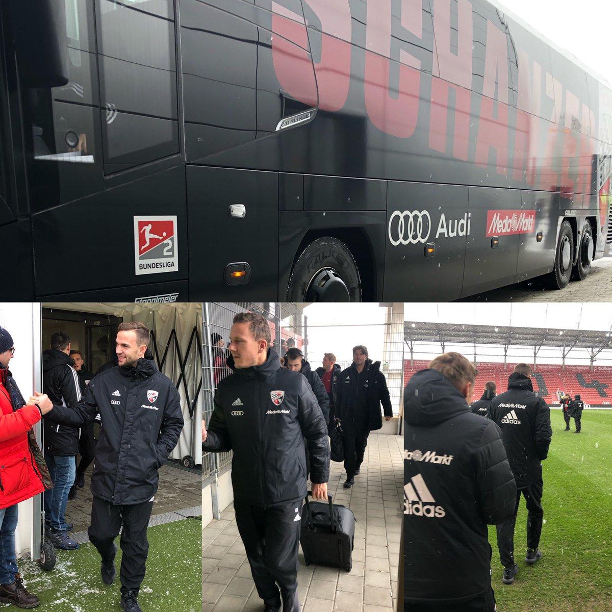 Und da sind unsere #Schanzer! 👀 Servus, Männer 👋👋 Bereit? 🙌 #FCIFCH #Heimspiel #Matchday