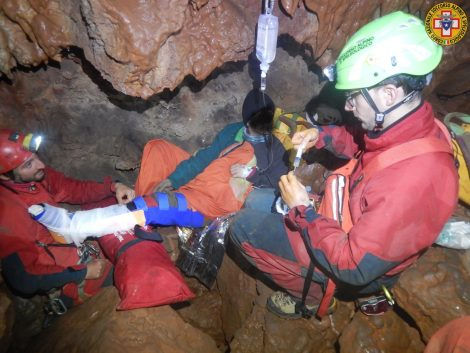 Salvata speleologa dagli uomini del soccorso alpino, le operazioni andate avanti per tutta la notte - https://t.co/3nUIW5EfJP #blogsicilianotizie