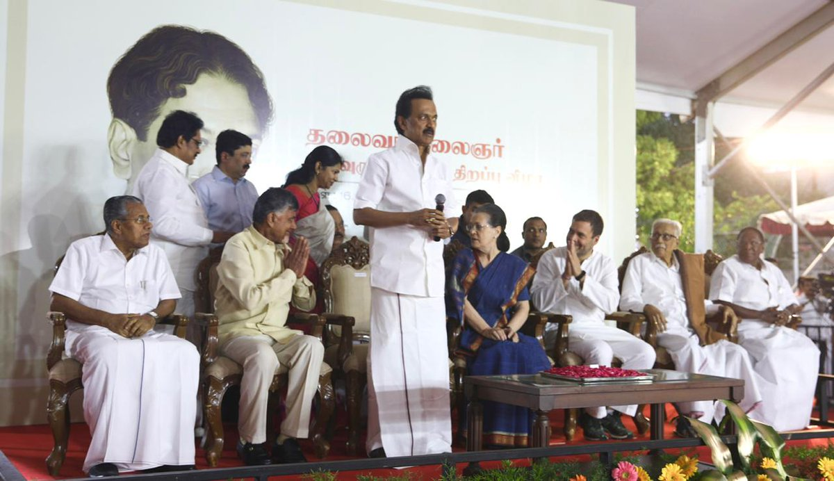 UPA Chairperson Smt Sonia Gandhi unveils the statue of Late Shri M. Karunanidhi at Anna Arivalayam, Chennai. Also in attendance were CP @OfficeOfRG, DMK President ,@mkstalin CMs of Kerala ,@vijayanpinarayi Andhra Pradesh  @ncbn& Puducherry   @VNarayanasami #VanakkamSoniaGandhi