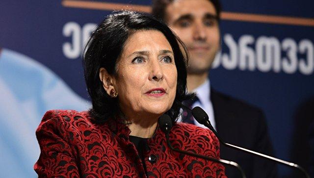 Избранный президент Грузии приняла присягу https://t.co/zYsqUHldDP