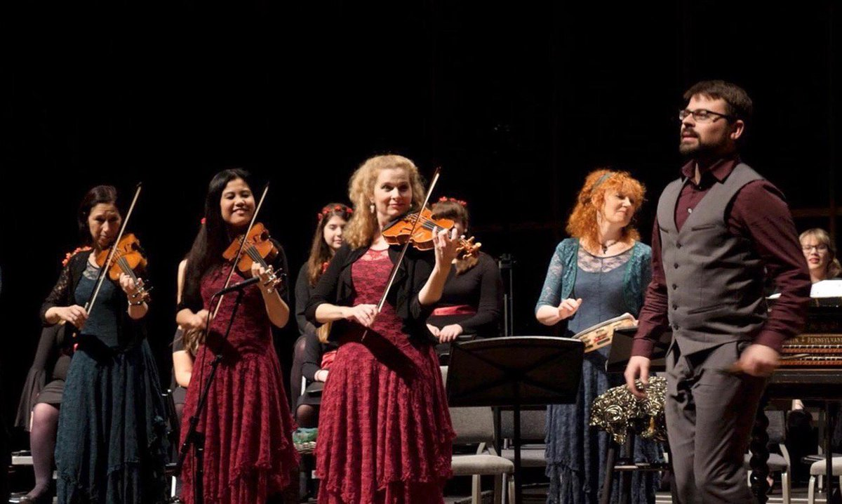 Today at The Met: The 2019 Grammy-nominated troupe @Apollos_Fire is joined by additional singers, dancers, and instrumentalists to celebrate the Celtic roots of an Appalachian Christmas. https://t.co/zJTleBNGej