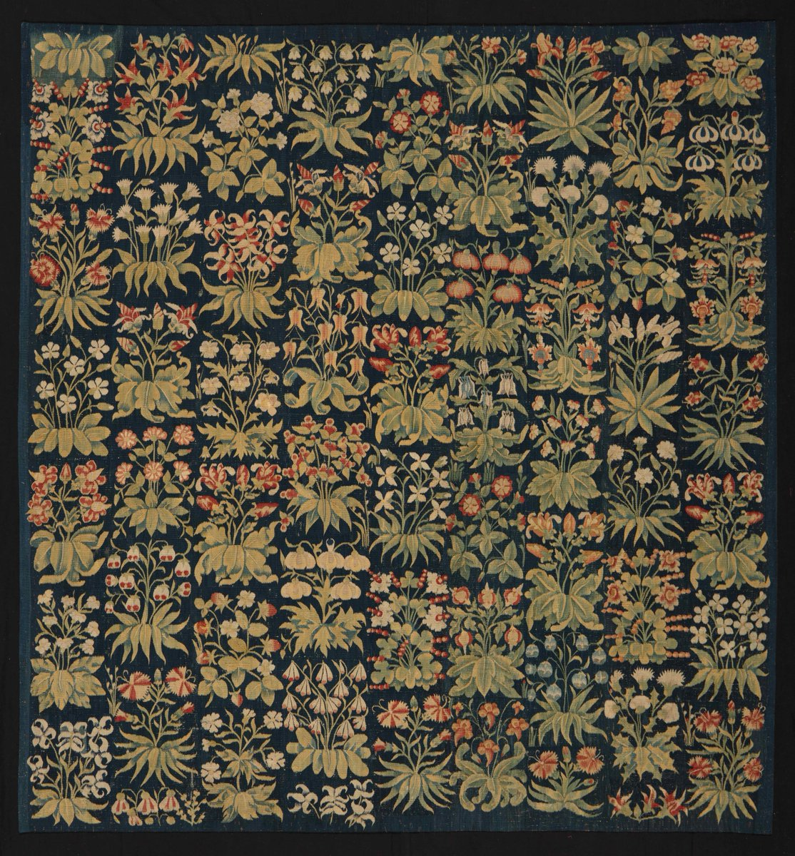 1000 flowers and plants bedeck this magnificent wool and silk #tapestry from Southern Netherlands of the early 16th century, when the #millefleurs style enjoyed its greatest popularity. #Exhibit of #DeWitFineTapestries at BRAFA 2019, 26Jan - 3Feb, Tour&Taxis #Brusselspic.twitter.com/KnVjsEaCNS