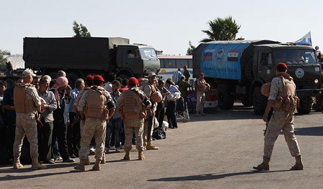 Российские военные провели гуманитарную акцию в сирийской провинции Дейр-эз-Зор:  https://t.co/H5uv5wau1U