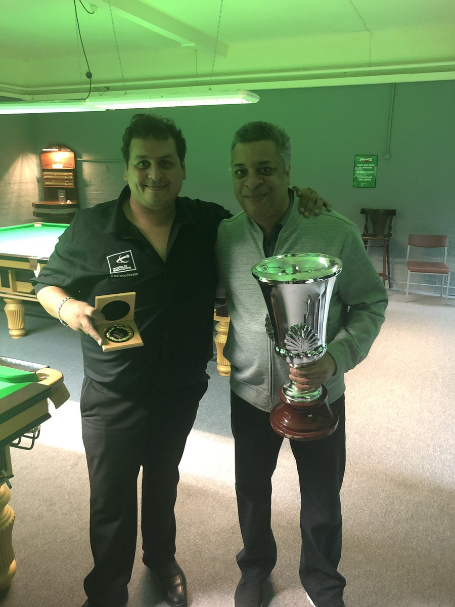 The winner and qualifies for the world seniors championship Leo Fernandez beating Barry Pinches in a tense final 3-1