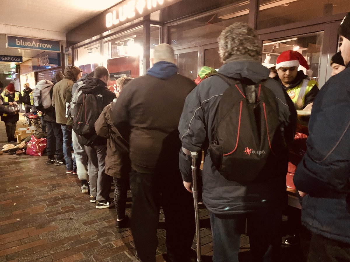 Wet and cold conditions tonight on Abington Street, Northampton.  During the festive season spare a thought for those on the streets having to survive in tough conditions.  Tonight, the team served over 70 hot meals and drinks. @MidlandLangar @NorPolPrevent @Tell_StreetLink