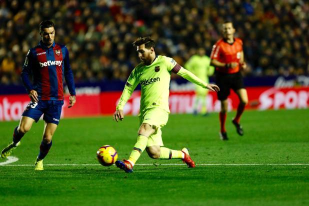 👑 Leo #Messi: 1 gol e 1 assistência 👑 😎 Nosso capitão está...🔥  ⚽️ #LevanteBarça (0-2)   🔵🔴 #ForçaBarça