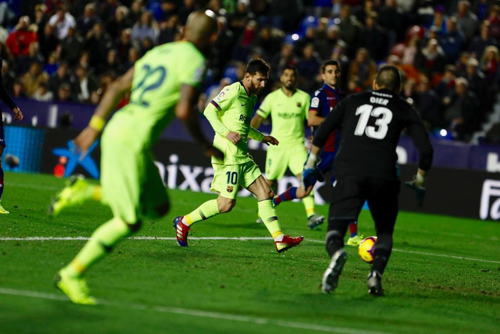 Bu sezon * Leo #Messi 🐐  👕 19 Maç ⚽️ 20 Gol 🎯 12 Asist  * (Hatırlatma: Daha Ocak ayında bile değiliz)
