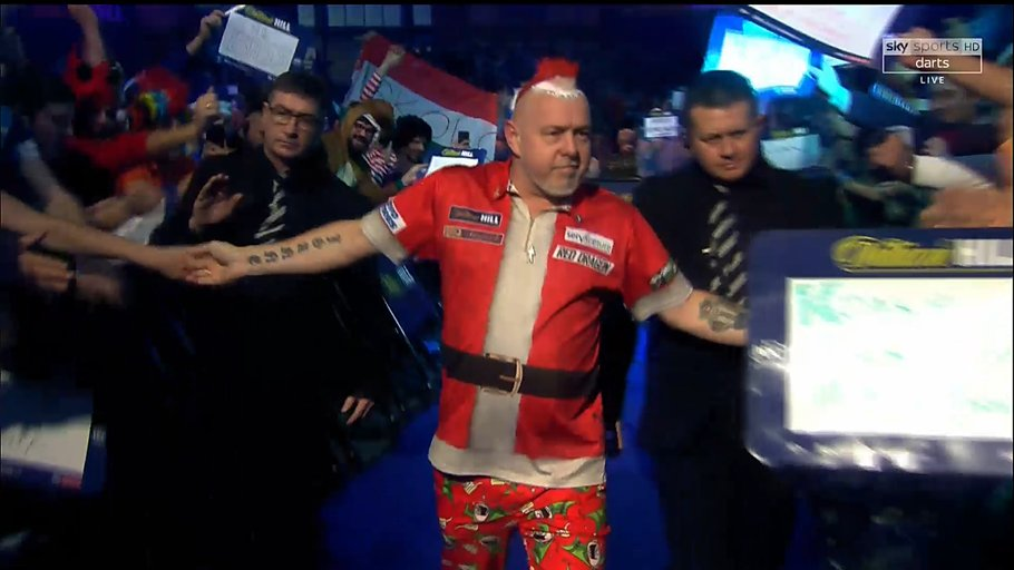 It's fair to say @snakebitewright has arrived at Ally Pally! 🎅 #WHDarts