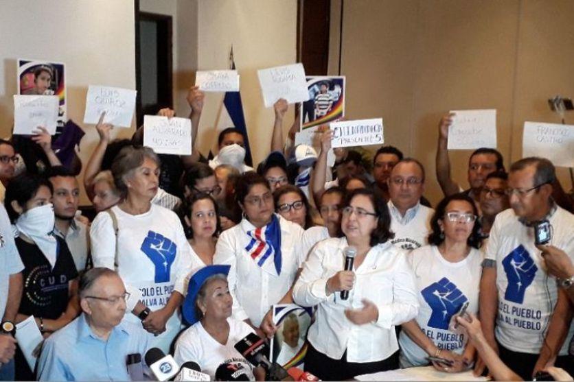 La opositora Unidad Nacional Azul y Blanco de Nicaragua convocó este domingo a una 'huelga ciudadana' de 24 horas para el próximo jueves a fin de exigir la salida del poder del presidente Daniel Ortega y de su esposa y vicepresidenta, Rosario Murillo. https://t.co/FhBLXcekJv