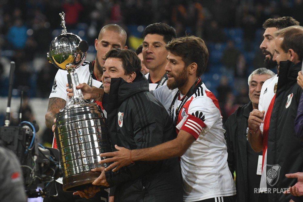 ⌚ 19.35 hs. | El cierre perfecto para nuestro día más feliz: la Copa Libertadores de América en las manos del campeón.   #ElMásGr4ndeDeLaHistoria
