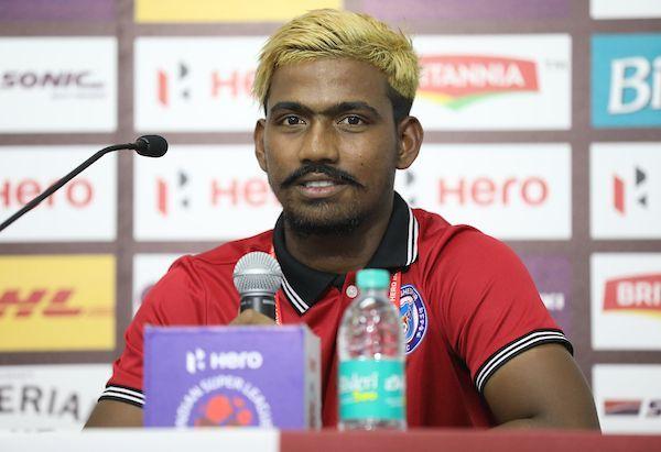 Le 7 octobre dernier, Gourav Mukhi devenait le plus jeune buteur de l'histoire du championnat indien à seulement 16 ans...  Deux mois plus tard et après enquête, le joueur a été suspendu 6 mois pour avoir menti sur son âge réel qui est de 28 ans 😂