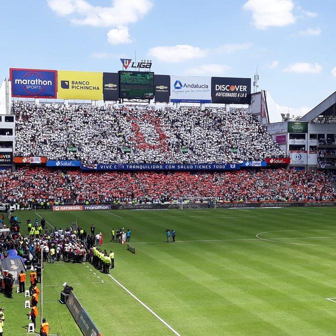 Un título celebrado por todo #Quito. @LDU_Oficial frenó una racha de 6 años de supremacía del clubes del Astillero. Desde el 2012 la Copa se iba a para el Guayas. Hoy se quedó en la capital. Photo