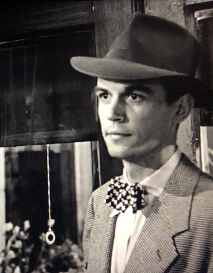 """Pedro Sánchez aparecía de figurante en """"Qué bello es vivir"""" (1946) #PelisNavideñas  Esperamos que la revelación os ayude a pensar en lo rápido que pasa el tiempo #Buenistas"""