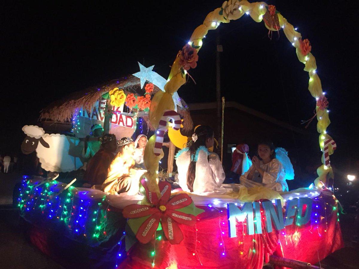 Fotos Carrozas Navidenas.El 19 Digital On Twitter Ambiente Del Desfile De Carrozas