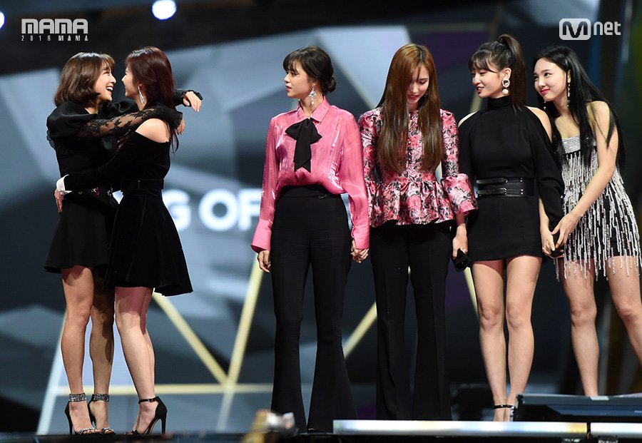 [#2018MAMA in HONG KONG] The moment of glory #TWICE  TWICE received Song of the Year and had tears of joy! They shared their joys together and cheered themselves!  #MAMA #MAMA10 #LikeMAMA