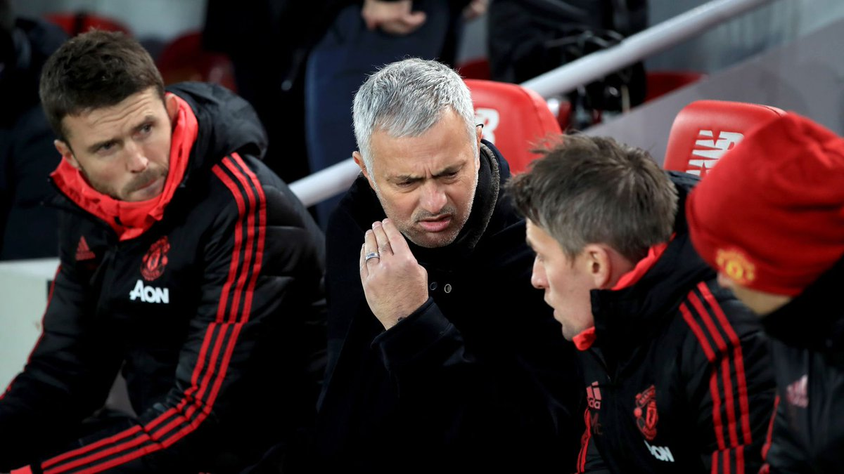 The problem is getting back to being a really good team, winning football matches and having a solid foundation. How do Manchester United bridge gap to Liverpool? Roy Keane and Jamie Carragher discuss: skysports.tv/dV4jZw