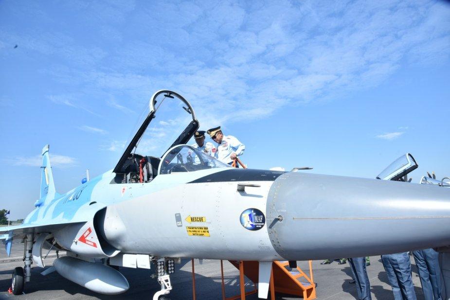 اول مقاتله مخصصه للتصدير الى ميانمار نوع FC-1/JF-17 تمت مشاهدتها في الصين  Dum80U1WkAAaUpK