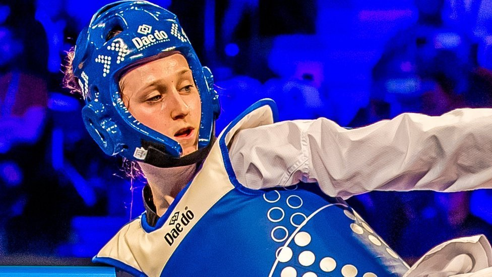 Lauren Williams is celebrating after winning gold for Great Britain at the World Taekwondo Grand Slam finals in China bbc.in/2Eq2Biz