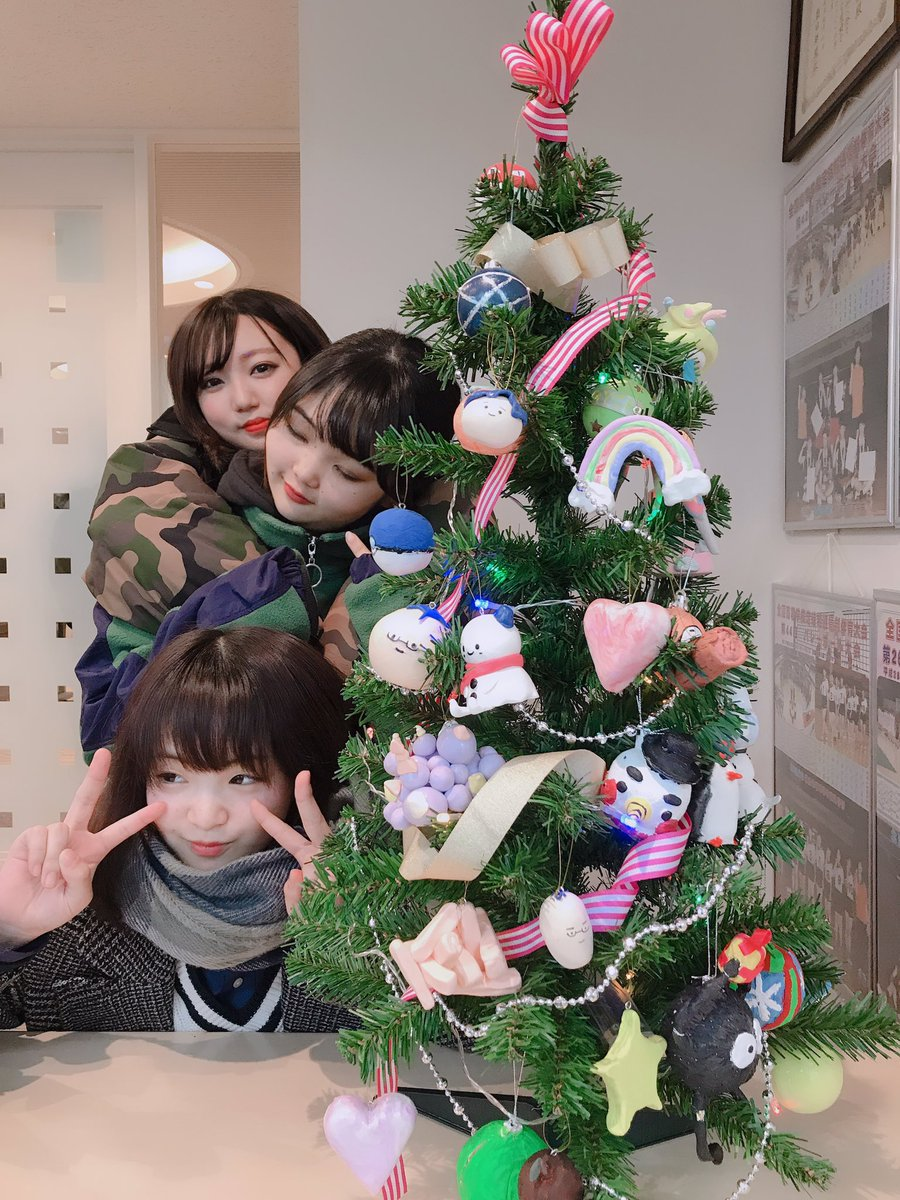 職員室にクリスマスツリーが出現しています1年生が美術の授業でオーナメントをつくり、ツリーに飾ってありますので、ぜひ見て下さいね #飛鳥未来 #飛鳥未来きずな #通信制高校  #土曜家庭科 で #アイシングクッキー作り いたるところが #クリスマス  https://www.sanko.ac.jp/asuka-mirai/sapporo/…pic.twitter.com/EGsoN1okTN