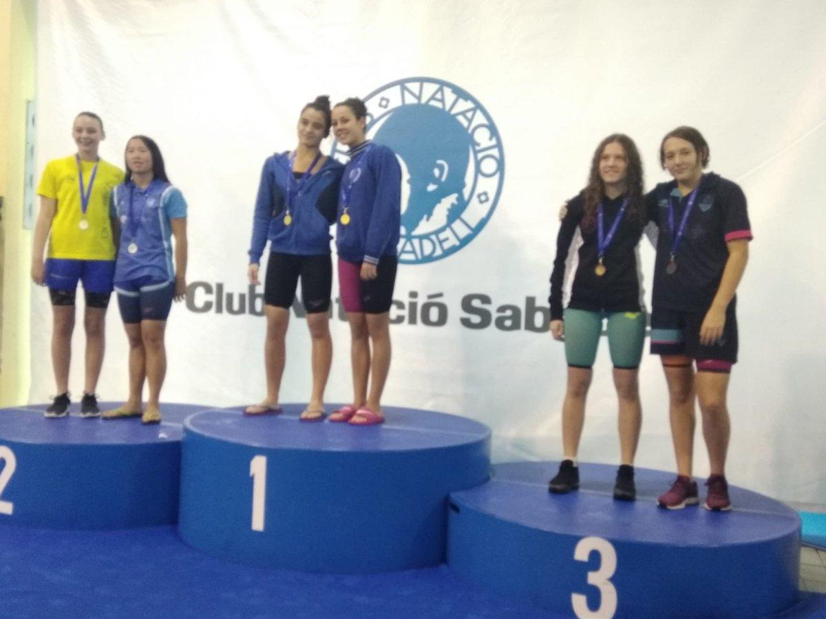 I més bones notícies: Kayley Pacareu (infantil 14anys) medalla d'Or en els 50m #lliures;  Paula Francés (infantil 13anys) Plata en 50m #papallona; Abril Rius (infantil 14anys) Bronze 200m #lliures i Marta Tarricone (infantil 14anys) Bronze en els 100m #braça.