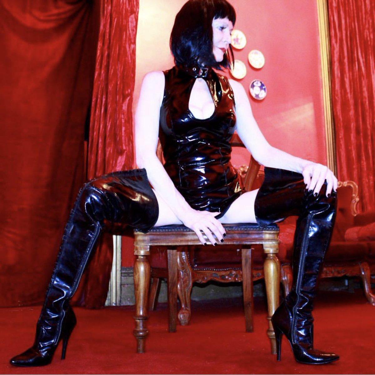 #mistressskylar #thekastle #bdsm #sydneymistress #dominatrix #bootfetish  #monday #pvc #thighhigh #disciplinepic.twitter.com/5ZFfB2NcgZ