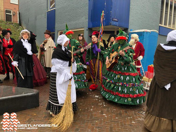 Geslaagde Kerstmarkt in Maassluis https://t.co/1gRMLERDyB https://t.co/twnO6qZ8z9