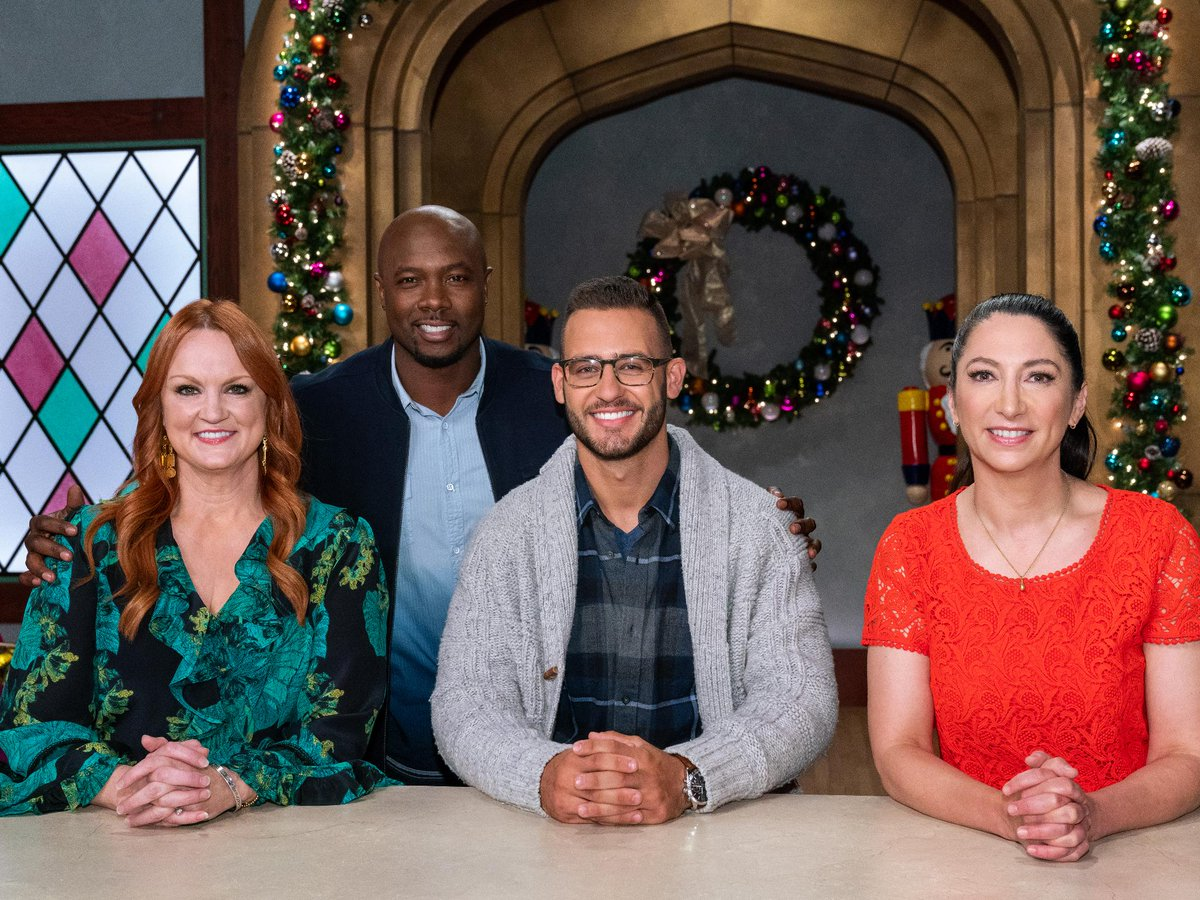 Christmas Cookie Challenge 2018.Food Network On Twitter Tonight Join Host Fitchefeddie
