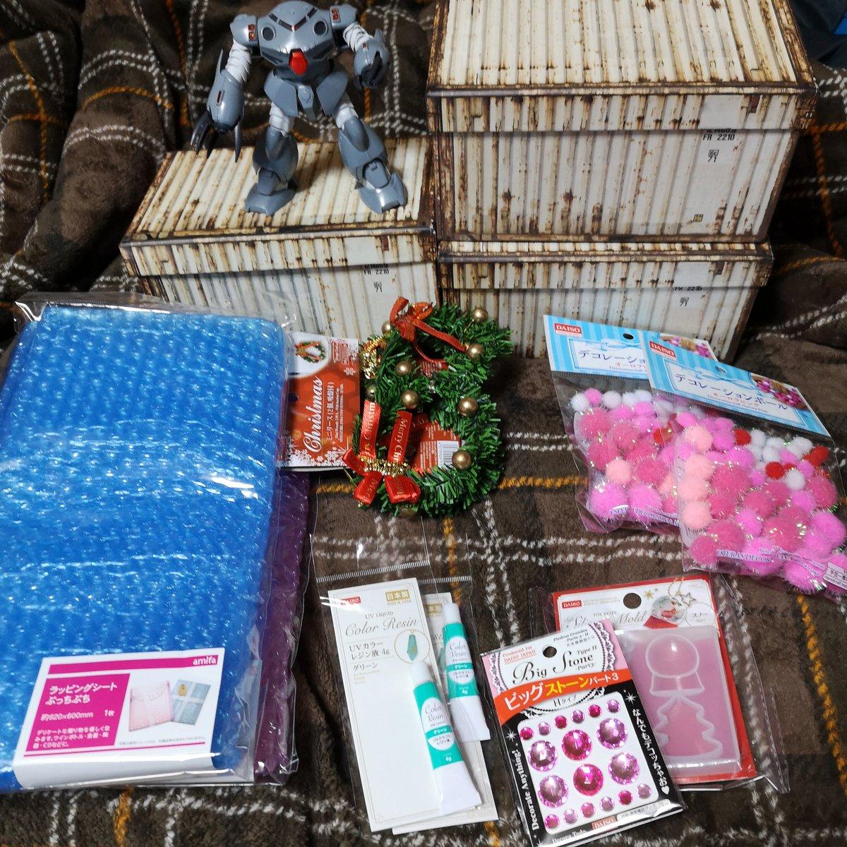 test ツイッターメディア - 昨日、 #船橋 の #ダイソー  でクリスマス関連と 以前、Twitterで見た箱(コンテナ)を購入(^o^)  紙コンテナはTwitterで見たのよりは大きめのを買ったけど、 1/144ガンプラ寝かせるか座らせて1体か2体くらいしか入らないが プチッガイだと立たせて8体入る!?Σ(・∀・;) https://t.co/IGGB9AYEHb