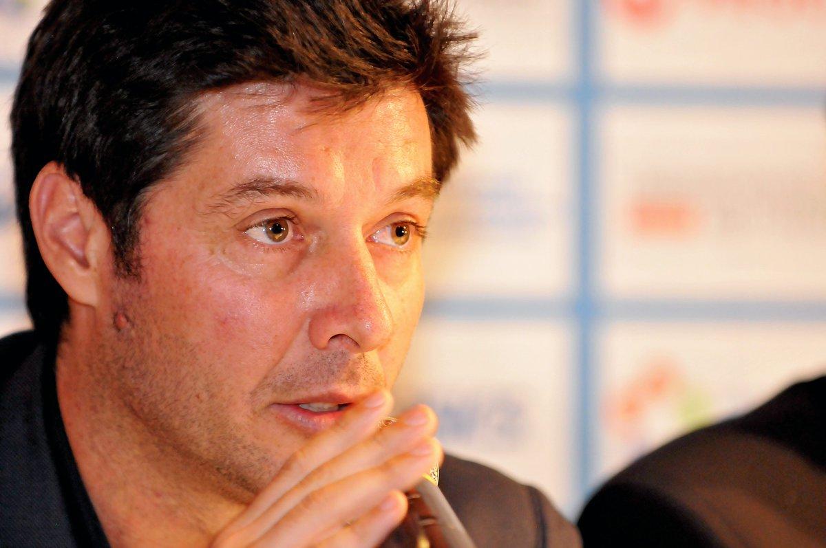 🚨 Sébastien #Grosjean nouveau Capitaine de l'Équipe de France de #CoupeDavis   C'est officiel, l'ex N°4 mondial succède à Yannick Noah à la tête des Bleus.