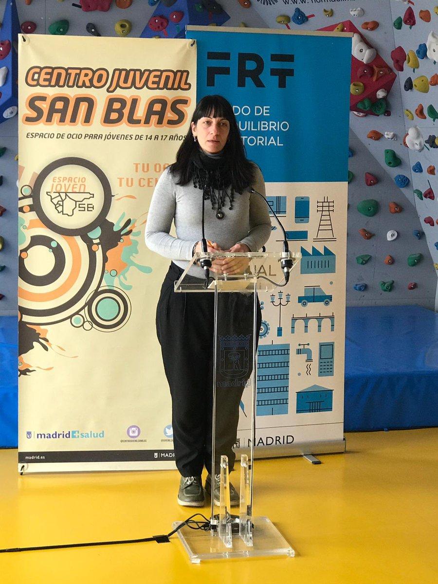 Vicky Rodríguez, coordinadora del centro @JuvenilSanBlas , nos explica que es un espacio abierto para todos los/las jóvenes que quieran participar de entre 14 y 17 años.   ¡Fantástico! 👏🏼👏🏼👏🏼